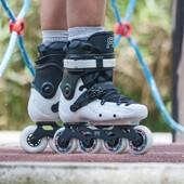 ✨🌝Patines FR FR3 80 White✨🌝  Patines slalom de FR Skates que cuentan con un nuevo revestimiento y un par de guías aptas para rocker. Además, cuentan con ruedas Street King de 80mm y durómetro de 85A. La superficie del revestimiento de los FR3 es algo más suave que la de los FR1 y los FR2 y es posible ajustar las guías en 3 posiciones diferentes.☄  ✨Tienda de patines en línea: www.centroroller.mx 💻 📦Envíos a toda la República mexicana 🚫Aplican restricciones 🚫 🌎Comunidad Latinoamericana de patinadores: www.latinroller.com