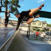 Nada como empezar la semana con el patín derecho.😉🤘🏼 ¡Excelente lunes Rollers!🤪🔥  Créditos a su respectivo autor.🤭  #Patines #quads #clásicos #classicskate #tiendaenlinea #skateshop #centroroller #skatepark