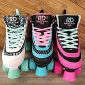 🍭🍦Patines RD Star 750 🍦🍭  ✨¡Tu aventura en el skate comienza aquí con el Roller Star 750 de Roller Derby Skate Corp! Estos llamativos patines están diseñados para patinar donde quieras, desde el skate park hasta el malecón.✨  ✨Tienda de patines en línea: www.centroroller.mx💻 📦Envíos a toda la República mexicana 🚫Aplican restricciones 🚫 🌎Comunidad Latinoamericana de patinadores: www.latinroller.com ✨