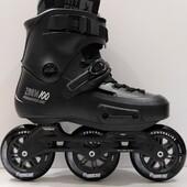 😚 PATINES POWERSLIDE ZOOM PRO BLACK 100 🤗  ¡Déjate llevar por los Powerslide Zoom Pro Black 100 con su elegante diseño de color negro aerodinámico y sumérgete en el mundo de Triskates! 😎🌘  💲💲 Precios y detalles: https://centroroller.mx/patines-powerslide/2302-6644-patines-powerslide-zoom-pro-black-100-pre-orden-abril-mayo.html#/287-tallas-236cm_242cm  ✨Tienda de patines en línea: www.centroroller.mx💻 📦Envíos a toda la República mexicana 🚫Aplican restricciones 🚫 🌎Comunidad Latinoamericana de patinadores: www.latinroller.com✨